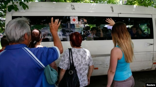 Relatives wave good-bye to children being evacuated from violence-ridden Slovyansk, eastern Ukraine, June 7, 2014.