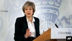 PM Inggris Theresa May berpidato di depan para diplomat asing dan pegawai negeri Inggris di London, hari Selasa (17/1).