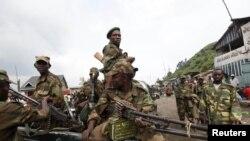 21일 군용트럭을 타고 고마 시 북쪽 마을을 순찰하는 콩고민주공화국의 반군단체.