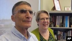 Profesör Aziz Sancar eşiyle birlikte