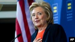 美国民主党总统竞选人希拉里•克林顿在华盛顿就人权问题发表讲话(2015年10月3日 资料照片)