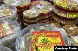 Bánh mứt Tết trong siêu thị ở California (ảnh Bùi Văn Phú)