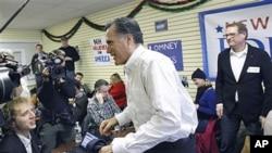 共和党总统参选人罗姆尼1月9号访问新罕布什尔州的竞选总部