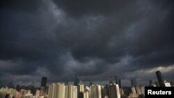 Dark clouds cover the sky in downtown Shanghai, August 6, 2012.