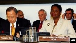 유엔 인도주의업무조정국 OCHA의 발레리 아모스 사무국장(오른쪽)과 반기문 유엔 사무총장. (자료사진)