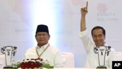 FILE Indonesian presidential candidates Prabowo Subianto, left, and Joko Widodo at the General Election Commission office in Jakarta, Indonesia, Friday, Sept. 21, 2018.