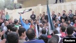Một cuộc biểu tình chống Tổng thống Syria Bashar al-Assad được tổ chức sau phần cầu nguyện tại lễ Eid al-Adha, ở Dara, Syria, 26/10/2012