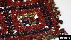 """Tekstil Paracas pra-Inca yang disebut """"Calendar"""", salah satu dari empat artefak Peru yang direpatriasi dari Gothenburg, Jerman. (Foto: Ilustrasi)"""