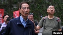 香港著名民主活动人士李柱铭和黎智英(右)2019年参与一场反送中示威(路透社)