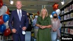 Ông Joe Biden và phu nhân.