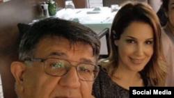 مسعود مصاحب، بازرگان ایرانی-اتریشی، در کنار فرزندش