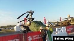 2015年莫斯科航展上展出的卡-52K直升機(美國之音白樺拍攝)
