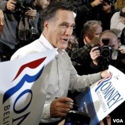 Mitt Romney, saat melakukan kampanye di Clive, Iowa (2/1). Romney memenangkan kaukus Iowa dengan selisih hanya 8 suara atas Rick Santorum yang berada di tempat kedua.