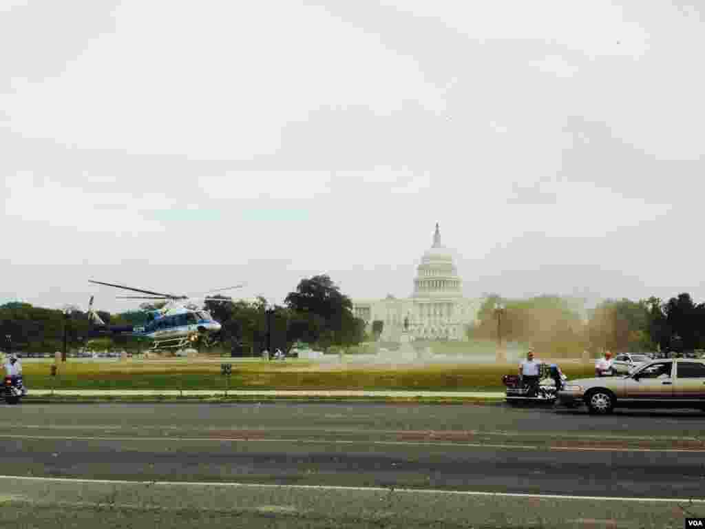 A police helicopter carrying an injured police officer takes off the Capitol a few minutes after shots were fired near the building. (Diaa Bekheet/VOA)