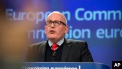 Prvi potpredsjednik Evropske komisije Frans Timermans obraća se medijima tokom pres konferencije u Briselu, 20. decembra 2017.