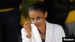Marina Silva, la excandidata ambientalista a la presidencia de Brasil ha ofrecido su apoyo a Aecio Neves.
