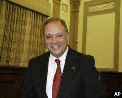 委员会主席施雷恩