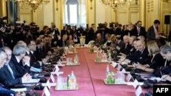 2일 이슬람 수니파 무장단체 ISIL 소탕과 관련한 국제연합군 회의가 프랑스 파리에서 열렸다.