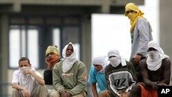 De acuerdo a Folha de Sao Paulo, la disputa se libró entre miembros del Comando de la Capital (PCC), con base en Sao Paulo, y del Sindicato del Crimen (SDC), una banda que lucha por el control de las rutas del tráfico de drogas en esta región de Brasil.