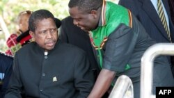 Presiden Zambia Edgar Lungu (kiri) dalam suatu acara di Lusaka (foto: dok).