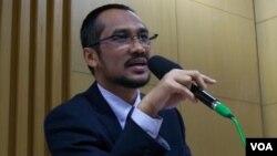 Ketua Komisi Pemberantasan Korupsi (KPK) Abdullah Samad dalam jumpa pers di Jakarta (Foto: VOA)