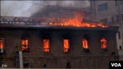 کراچی میں گارمنٹس فیکٹری آگ کی لپیٹ میں