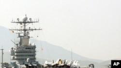 ກໍາປັ່ນບັນທຸກເຮືອບິນ USS Abraham Lincoln ຂອງສະຫະລັດທີ່ອ່າວເປີເຊຍ. ວັນທີ 22 ມັງກອນ 2012.