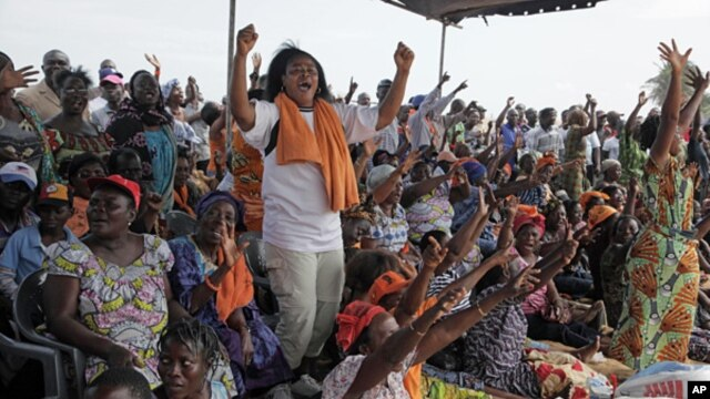 Opposition supporters react to an announcement that the parliamentary elections set for July 21 will be pushed back, during an opposition rally to protest the start of campaigning, in Lome, Togo, July 6, 2013.