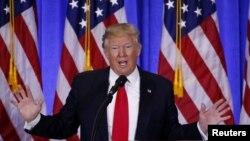 President-terpilih AS, Donald Trump memberikan konferensi pers di gedung Trump Tower di New York, 11 Januari lalu (foto: dok).