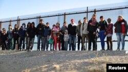 La directora del Centro de Derechos Fronterizos de la Unión Americana de Libertades Civiles (ACLU), Astrid Domínguez, ha solicitado una investigación sobre los centros de detención de de CBP y sus prácticas.