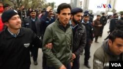 اسلام آباد میں پریس کلب کے باہر مظاہرہ کرنے والے پی ٹی ایم کے کارکنوں کو پولیس گرفتار کر رہی ہے۔ 5 فروری 2019