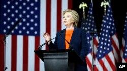 Hillary Clinton memberikan pidato soal kebijakan luar negeri dan keamanan nasional di San Diego, California, Kamis (2/6).