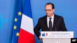"""Lên tiếng trên đài truyền hình từ Bruxelles, ngay sau khi rời ra sớm khỏi một hội nghị EU, Tổng Thống Hollande nói: """"Không còn nghi ngờ gì nữa, đây là một vụ tấn công khủng bố""""."""
