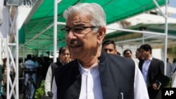 FILE - Pakistan's Defense Minister Khawaja Muhammad Asif leaves the Parliament after attending a joint session to discuss the crisis in Yemen, in Islamabad, Pakistan, April 10, 2015.