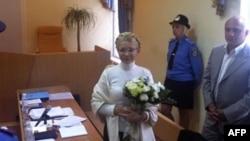 Юлия Тимошенко в киевском суде. Рядом с ней - муж Александр. Архивное фото.