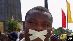 Expressão de opinião durante a manifestação de Luanda pela liberdade e a democracia (2 de Abril de 2011)