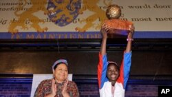 The 2010 Children's Peace Prize winner, Francia Simon, 16, from the Dominican Republic, campaigned for the right of all children in the country to be registered with a birth certificate.