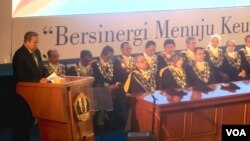 Mantan Presiden RI Susilo Bambang Yudhoyono menyampaikan orasi ilmiah dalam rangkaian acara Dies Natalis Unpad di Bandung (11/9). (VOA/Teja Wulan)