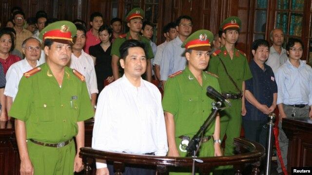 Tiến sĩ Cù Huy Hà Vũ đã bị giam cầm trong 3 năm với án tù 7 năm về tội gọi 'tuyên truyền chống nhà nước'.
