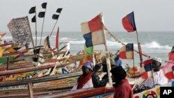 绿色和平反对中国与西非的毛里塔尼亚政府签署的一份长期水产作业协议。图为毛里塔尼亚一个城市的渔船。