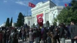 İstanbul Üniversitesi Önünde Protesto