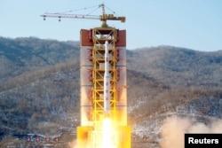 Vụ phóng hỏa tiễn tại cở sở phóng vệ tinh Tongchang-ri của Bắc Triều Tiên gần biên giới phía tây bắc giáp với Trung Quốc.