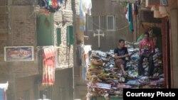 Mašijat Naser u Egiptu - kartonsko naselje u kojem žive kopti.