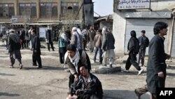 Một người đàn ông bị thương sau vụ nổ tự sát nhắm vào người Hồi giáo Shi'ite ở Kabul, 6/12/2011