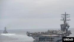 """""""尼米兹号""""航空母舰在太平洋。"""