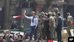 Egypte : les manifestants continuent à réclamer le départ de Moubarak