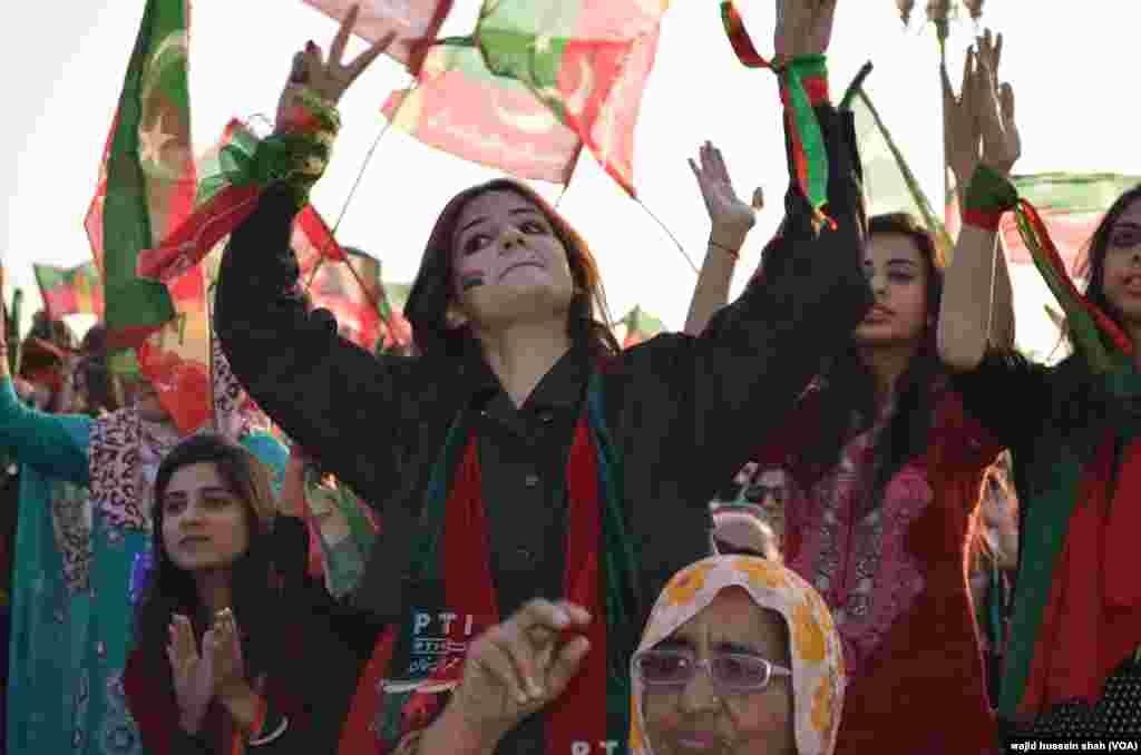 اسلام آباد میں جلسے کے موقع پر سکیورٹی کے سخت حفاظتی انتظامات دیکھنے میں آئے۔