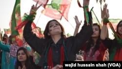 تحریک انصاف کے کارکنان (فائل فوٹو)