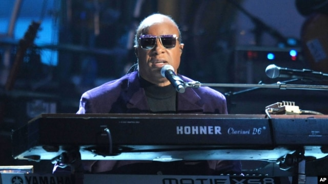 "Stevie Wonder and the Rickey Minor Band perform ""Master Blaster"", ""My Cherie Amour"" and ""Sir Duke"" as a tribute to Dick Clark at at the 40th Anniversary American Music Awards on Nov. 18, 2012, in Los Angeles."