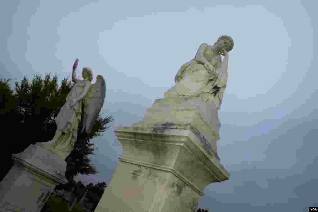 Надгробья